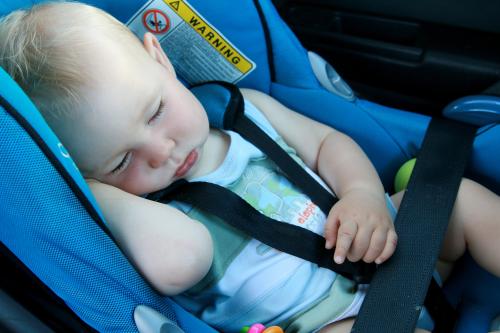 Installer siège auto bébé